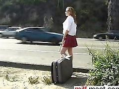 Autostoppeur collégienne fait dans slav des des rapports sexuels - la rencontrerez le MILF-