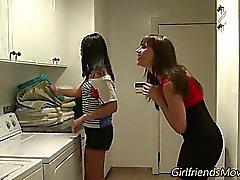 Lésbicas adolescentes beijando
