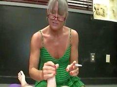 Att röka farmor handjob
