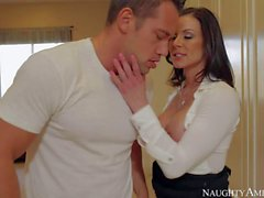 Kendra enjoys in seducing her new friend Johnny