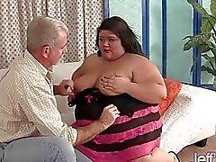 Fatty Asian BBW Sugar obtient baisé dur