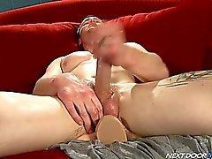 Married bidirezionale -boy di Rick McCoy masturba e fotte un grande dildo