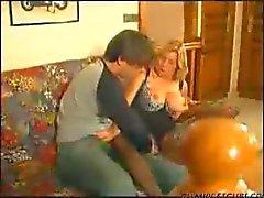 Франции зрелая дама любят молодой парень
