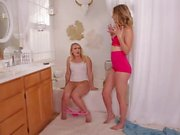 AJ Applegate And Mona Wales, Squirting Together