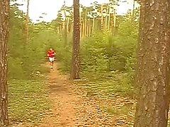 Saplama bir ormanda becermek sýcak Gey bok