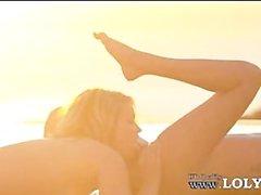Lesben lecken Scheiden neben den Pool