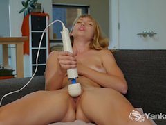 Tempting Yanks Girl Verronica Plays With Hitachi