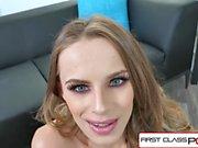 FirstClassPOV - Teen Jillian Janson suga ett monster kuk