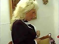 Duits Kinky rijpe vrouw in kousen neukt haar jonge minnaar