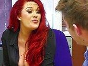 Redhead sekreter big- dick tarafından çarptı edilir