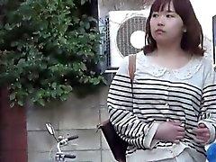 Asiatiques pisser les flaques
