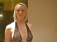 blonde en de fishnet outfit