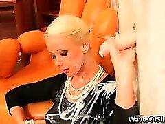 Böse Blondine und Brünette Schlampen wahnsinnig Teil 6