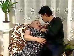 Bote bumst ein molliges Grandma