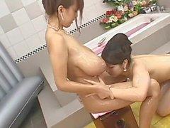 Carino Giappone grandi tette tette procace giapponese Lesbiche