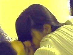 Intian Teen Pari suuteli