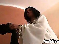 Haarig Arabische Schönheit Taking A großen Hahn Bei