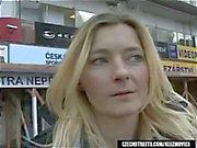 Blondine Jitka wird auf Czech Streets aufgenommen und gibt ihm einen geblasen