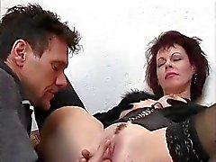Hot Cougar Rubee tiistai Assbanged portaissa