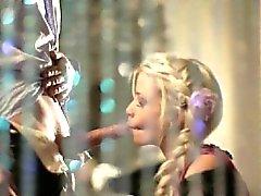 Wunderbare Blasen Spaß mit hübschem Schätzchen