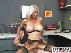 Bony мама Эмма Старр В Stockin2gs нуждается в быстром Dick
