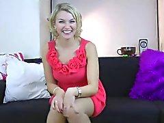 Alicia reviews sheer Leggs pantyhose