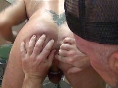 Muscle Bear Hook-Up