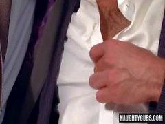 Sexe anal homosexuel Big Dick avec le visage