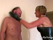 Slave Hot reçoit beaucoup de Slaps