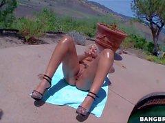 Bridgette B schüttelt sie Big booty Sie am Pool