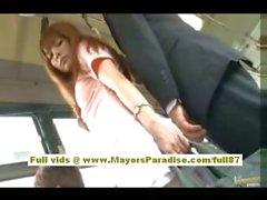 Rio asiatico babe teen di ottenere la figa peloso accarezzava in autobus