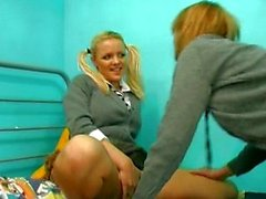 Hot peeing girls
