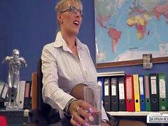 Bums Buero German MILF secretary gets pleased by BBC in hot interracial action