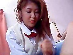Flickan ger handjob till min kuk
