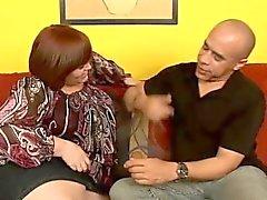 Fat Milf mit großen Brüsten Jezzebel Joli ernährt ihre Lust auf schwarzes Fleisch