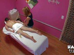 Attraktiver exotisches Mädchen Mandi von Miami seitige Massage