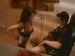 Seksi esmer Sydnee Steele büyük patron ve onun çalışanları musluklar nasıl davranacağını bilir