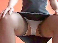 Een babe in nylon kousen Upskirt teasing ( MrNo )
