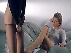 vrouwen in panty neuken met riem op