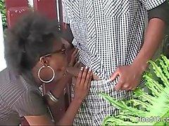 Wild ebony neemt zoveel harde pik als ze kan krijgen