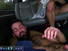 Iki düz erkeğin birlikte çıplak duş ve oral seks