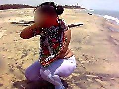 desi bhabhi op het strand ....