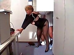Office de Mamie Fucked in stockings