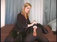 Femdom Bondage - junge Sklavin missbraucht von blonde Herrin