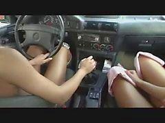 Dos Damas en el McDonald Zona de estacionamiento por snahbrandy