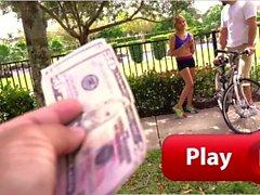 BANGBROS - Jovem Ciclista Mila Hendrix Recebe Ajuda do Comando de Ônibus Bang