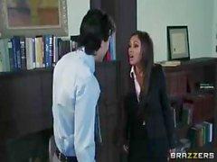 Priya Rai büyük tokmakları vardır veofiste çarptım seviyor