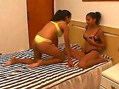 Молоко Passion - бразильских лесбиянками лактируя