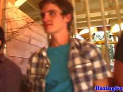 straighty Hazed suce à la fraternité mise en gage