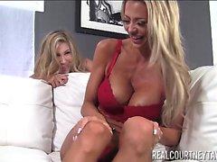 Courtney Taylor y Puma Swede Dos rubias calientes